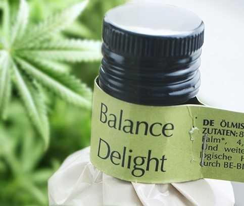 Balance Delight - omega-olie van Amanprana met biologische hennepolie, tarwekiemolie en  rode palmolie