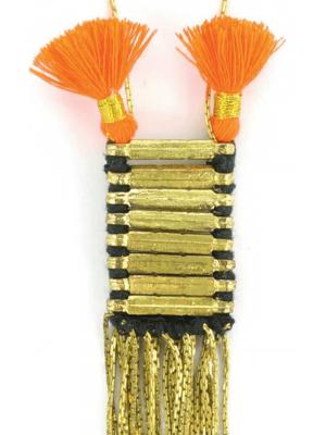 Lange ketting Nadee - messing handgemaakte juweeltje met zwarte kwastjes