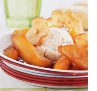 Geflambeerde appeltjes met pastis en vegan vanille-ijs